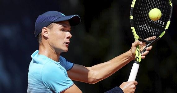 Polscy tenisiści wygrali w Kluż-Napoka z Rumunią 3:2 w meczu 3. rundy Grupy II Strefy Euro-Afrykańskiej Pucharu Davisa i awansowali na wyższy szczebel rozgrywek. Decydujący punkt zdobył Kamil Majchrzak, który pokonał Adriana Ungura 6:3, 6:2.