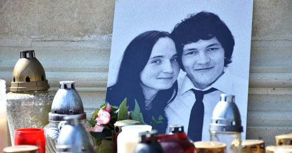 Prokurator badający sprawę zamordowania w lutym słowackiego dziennikarza śledczego Jana Kuciaka potwierdził, że badane są dwa tropy, z których każdy zakłada zbrodnię na zamówienie, zrealizowaną przez zawodowego mordercę.