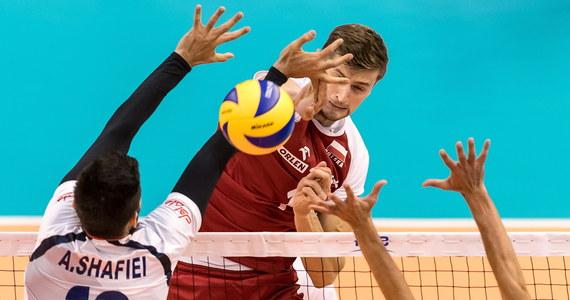 Polscy siatkarze wieczornym meczem z Bułgarami w Warnie zakończą pierwszą fazę mistrzostw świata. Broniącym tytułu biało-czerwonym wystarczy wygranie dwóch setów, żeby awansować do kolejnego etapu z pierwszego miejsca w grupie. Są jedyną niepokonaną drużyną w grupie D. Bardzo cenne było poniedziałkowe zwycięstwo nad Iranem 3:0.