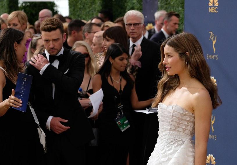Justin Timberlake i Jessica Biel wzięli udział w poniedziałkowej (17 września) ceremonii rozdania nagród Emmy 2018. Jak prezentowała się gwiazdorska para?