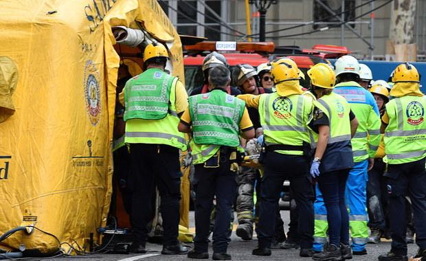 Jeden robotnik zginął, a co najmniej 11 zostało rannych, gdy zawaliło się wewnętrzne rusztowanie w przechodzącym renowację luksusowym hotelu Ritz w centrum Madrytu.