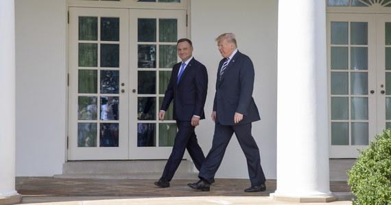 Polska i USA zobowiązują się do rozważenia wariantów wzmocnienia militarnej roli USA w Polsce oraz będą koordynować działania przeciw projektom energetycznym zagrażającym wspólnemu bezpieczeństwu, w tym Nord Stream 2 - głosi polsko-amerykańska deklaracji podpisana we wtorek w Waszyngtonie.