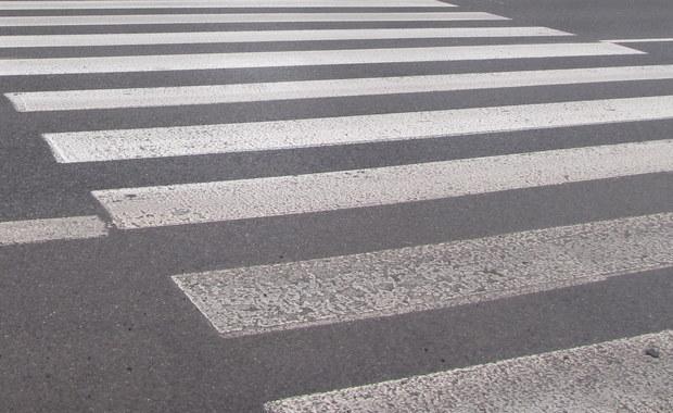 Kierowca ciężarówki, który śmiertelnie potrącił 12-letniego chłopca na przejściu dla pieszych w Ursusie, usłyszał zarzut nieumyślnego spowodowania wypadku ze skutkiem śmiertelnym. Mężczyźnie grozi nawet 8 lat więzienia.