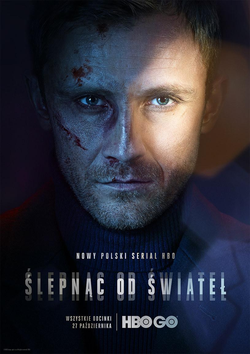 """Premiera nowego serialu HBO """"Ślepnąc od świateł"""" w reżyserii Krzysztofa Skoniecznego odbędzie się 27 października w HBO oraz HBO GO. Wszystkie osiem odcinków serialu będzie od razu dostępne w HBO GO."""