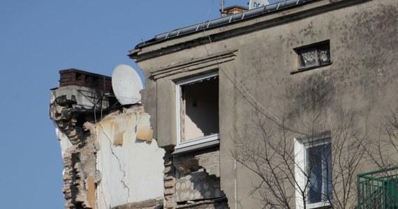 Poznański sąd kolejny raz przedłużył areszt Tomaszowi J., podejrzanemu o zabójstwo żony i spowodowanie wybuchu kamienicy na poznańskim Dębcu. Do zdarzenia doszło na początku marca tego roku. Tomasz J. pozostanie w areszcie do 23 grudnia.