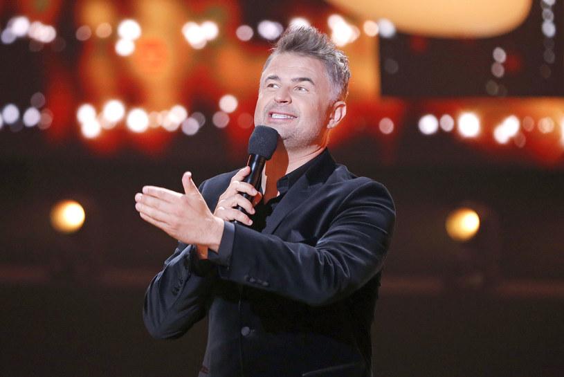 """Nowy muzyczny show Polsatu """"Śpiewajmy razem. All Together Now"""" przegrywa z konkurencją. Po trzech odcinkach średnia oglądalność wynosi 1,26 mln."""