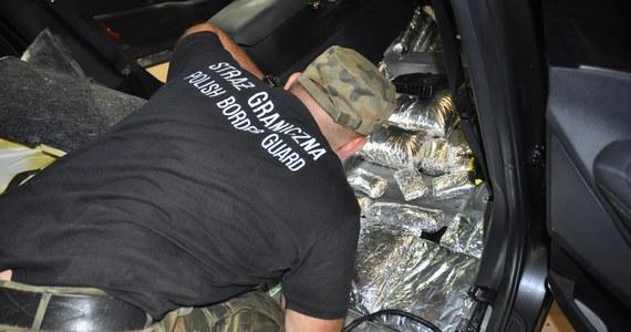 86 kilogramów haszyszu warte prawie 4 i pół miliona złotych przejęli strażnicy graniczni na przejściu w Terespolu. Zatrzymali dwie osoby.