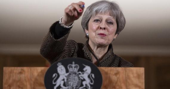 """Brytyjska premier Theresa May odrzuciła unijną krytykę propozycji Londynu ws. relacji z UE po Brexicie. Stwierdziła, że """"nie odwróci wyniku referendum"""" i """"nie pozwoli na rozłam kraju"""" przez nadanie specjalnego statusu Irlandii Płn."""