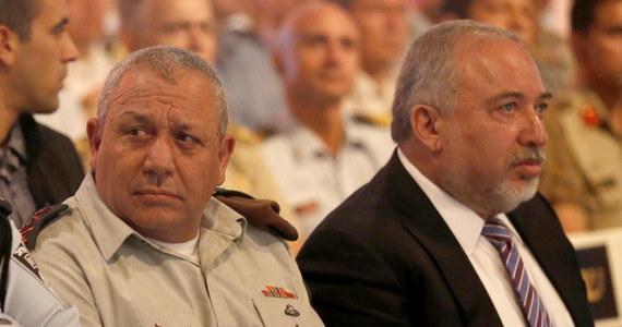 Minister obrony Izraela Awigdor Lieberman zażądał w piątek interwencji służb bezpieczeństwa wewnętrznego w celu powstrzymania wycieków z rządu po ujawnieniu w mediach poufnych informacji o zagrożeniach związanych z wybuchem przemocy na Zachodnim Brzegu Jordanu.