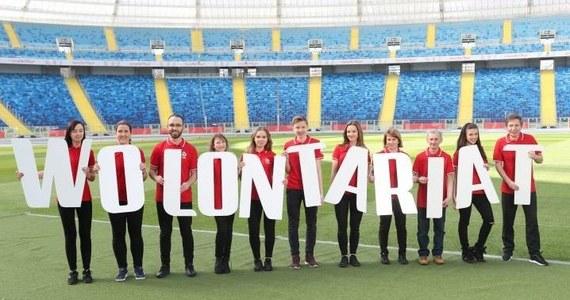 Od 23 maja 2019 roku, przez ponad trzy tygodnie, oczy całego futbolowego świata skierowane będą na Polskę – gospodarza Mistrzostw Świata FIFA U-20 Polska 2019. Wszyscy, którzy chcieliby wesprzeć organizację turnieju, mogą wziąć udział w Programie Wolontariatu. Poszukiwane są osoby otwarte, pomocne, lubiące piłkę nożną, a także nowe wyzwania.