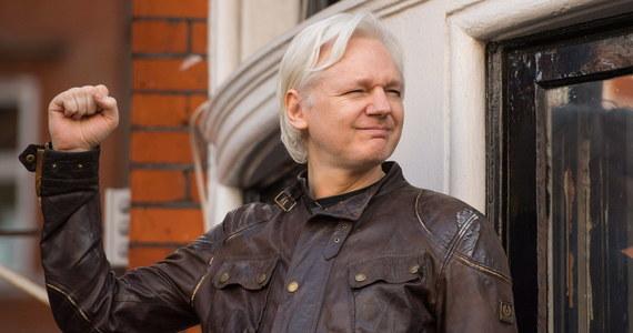"""Rosyjscy dyplomaci prowadzili w zeszłym roku w Londynie tajne rozmowy z ludźmi zbliżonymi do założyciela WikiLeaks Juliana Assange'a w sprawie jego ewentualnej ucieczki z Wielkiej Brytanii - informuje na swoim portalu dziennik """"The Guardian""""."""