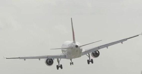 Dramatycznie wyglądające podejście do lądowania nagrał jeden z miłośników lotnictwa w Birmingham. Pilot Airbusa linii Air France próbował posadzić samolot przy silnym bocznym wietrze. Podmuchy okazały się jednak zbyt silne, aby zapanować nad maszyną, dlatego zdecydował się na przejście na drugie okrążenie. Decyzję podjął w ostatniej chwili, bo maszyna niemal dotknęła kołami pasa.