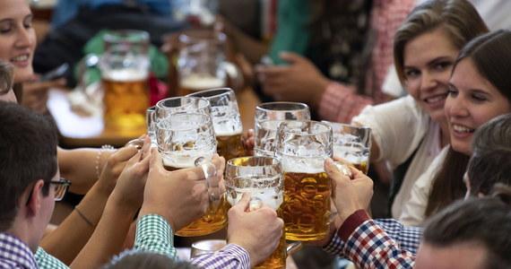 """Święto piwa - Oktoberfest - uroczyście rozpoczęto w sobotę na błoniach Theresienwiese w Monachium. Przez najbliższe 16 dni w mieście będzie panował """"stan wyjątkowy"""". To już 185. Oktoberfest - największy festiwal piwny na świecie."""