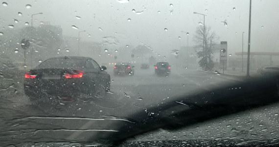 Instytut Meteorologii i Gospodarki Wodnej wydał prognozy ostrzeżeń przed intensywnymi opadami deszczu i silnym wiatrem na kolejne dwa dni. W strefie zagrożenia znalazła się prawie cała Polska.