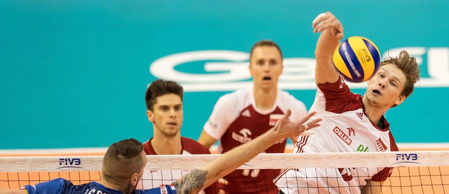Reprezentacja Polski przegrała z Francją 3:1 (15:25, 18:25, 25:23, 25:18 ) w drugiej rundzie siatkarskich mistrzostw świata. Porażka w tym meczu nie eliminuje Polski z gry o najlepszą szóstkę. W ostatnim spotkaniu podopieczni Vitala Heynena zmierzą się z Serbią.