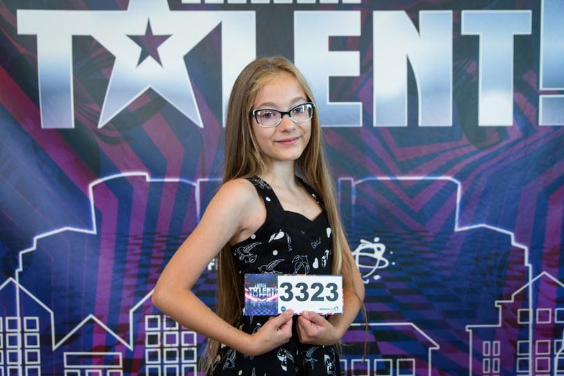 """W sobotę, 22 września, widzowie """"Mam talent"""" zobaczyli trzeci castingowy odcinek programu. Triumfatorką była m.in. 12-letnia Emilia Nowak, która od Szymona Hołowni otrzymała złoty przycisk. Dzięki temu dziewczynka wystąpi w półfinale."""