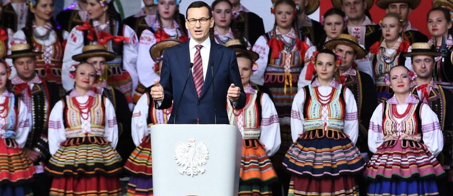 Nie byłoby niepodległości bez trudu polskiej wsi, bez polskich rolników, którzy przechowali te największe wartości polskiej kultury - polski język, polskie tradycje - mówił w niedzielę premier Mateusz Morawiecki. Dodał, ze musimy zrobić wszystko, by wieś się umocniła.