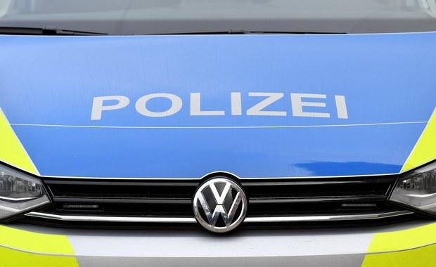 """Specjalna grupa sprawdzi, czy policja w Dortmundzie na zachodzie Niemiec należycie wywiązała się ze swoich obowiązków podczas dwóch demonstracji skrajnej prawicy, jakie odbyły się w tym mieście w piątek wieczorem - poinformowała policja w niedzielę. """"Powołujemy grupę weryfikacyjną"""" - poinformowało prezydium policji w Dortmundzie w wydanym oświadczeniu."""