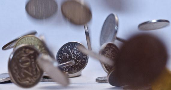"""Od początku roku pół miliona firm nie wpłaciło 3,5 mld zł składek. Kolejne 2,8 mld zł ZUS potrącił z bieżących wpłat na pokrycie długów sprzed lat - informuje poniedziałkowa """"Rzeczpospolita""""."""