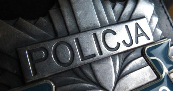 Prokuratura Okręgowa w Słupsku oskarża byłego policjanta z Człuchowa 37-letniego Krystiana L. o spowodowanie ciężkiego uszczerbku na zdrowiu ze skutkiem śmiertelnym. Mężczyźnie grozi dożywocie.