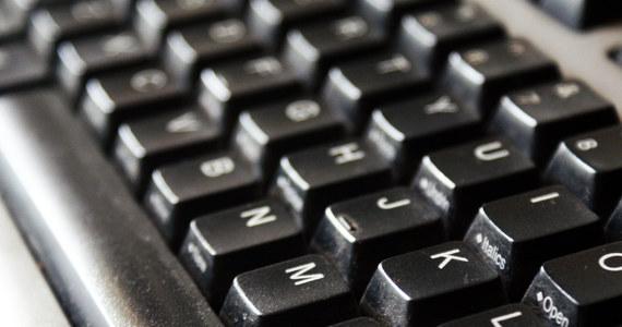 Duża awaria internetu w Polsce. Nie działają serwisy firmy Home.pl, obsługującej ogromną część internetu w kraju. Nie działa wiele domen z rozszerzeniem .pl i wiele serwerów. Firma twierdzi, że to efekt ataku hakerskiego.