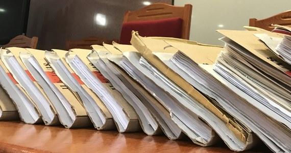 Komisja Europejska podjęła decyzję o skierowaniu przeciwko Polsce skargi do unijnego Trybunału Sprawiedliwości w sprawie Sądu Najwyższego. Polska będzie mogła się bronić i przedstawiać swoje argumenty w TSEU, ale od postanowień i jego wyroków nie będzie odwołania - ustaliła nasza dziennikarka Katarzyna Szymańska- Borginon.