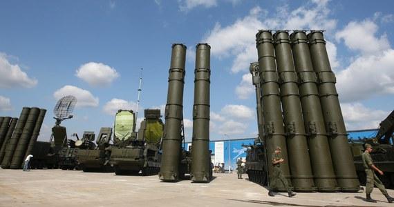 """Rosja w ciągu dwóch tygodni przekaże Syrii system obrony przeciwlotniczej S-300 - ogłosił w poniedziałek minister obrony Siergiej Szojgu. Jak dodał, w 2013 roku Rosja na prośbę Izraela wstrzymała przekazanie Syrii S-300, lecz teraz """"sytuacja się zmieniła""""."""