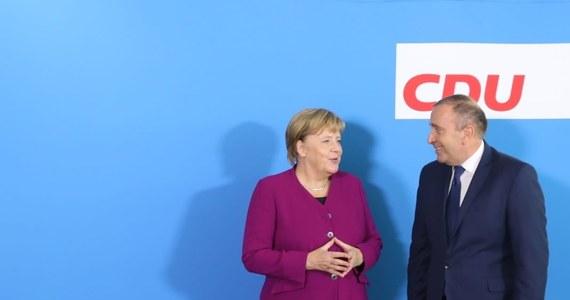 Szef PO Grzegorz Schetyna poinformował, że z kanclerze Niemiec Angelą Merkel rozmawiał w poniedziałek o budżecie unijnym, w tym o środkach europejskich dla polskich samorządów,  o Nord Stream 2 oraz o wspólnej polityce Unii Europejskiej po wyborach do Parlamentu Europejskiego.
