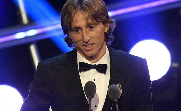 Luka Modric został wybrany w plebiscycie FIFA najlepszym piłkarzem świata sezonu 2017/18. Grający w Realu Madryt chorwacki wicemistrz globu przełamał dziesięcioletnią hegemonię Portugalczyka Cristiano Ronaldo i Argentyńczyka Lionela Messiego.