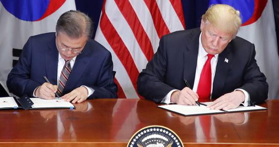 Prezydent USA Donald Trump i Korei Płd. Mun Dze In podpisali w poniedziałek w Nowym Jorku porozumienie o handlu między obu krajami, które jest modyfikacją istniejącego już układu i jednym z pierwszych, które Trump ma nadzieję zawrzeć z najważniejszymi partnerami handlowymi USA.