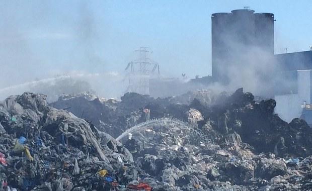 Są zarzuty w sprawie związanej z pożarem składowiska odpadów w Zgierzu w Łódzkiem. Postawiono je szefowi spółki, która organizowała transport odpadów w to miejsce. Zdaniem śledczych, zwożono je tam wbrew przepisom.