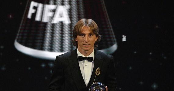"""Z entuzjazmem - któremu trudno się dziwić - piszą chorwackie media o zwycięstwie Luki Modricia w plebiscycie FIFA na najlepszego piłkarza świata. """"Brawo, kapitanie! Nie ma lepszego od ciebie"""" - podkreślają. Z całego świata do kapitana chorwackiej reprezentacji płyną gratulacje - złożył mu je m.in. legendarny Pele."""