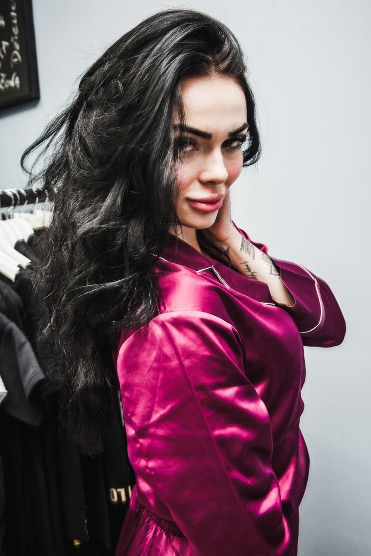 Dawno niewidziana modelka i początkująca wokalistka Luxuria Astaroth na swoim Instagramie opublikowała dyplom ukończenia 8-tygodniowego cyklu terapii.
