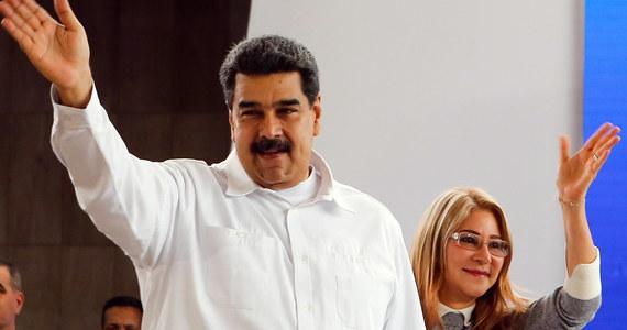 USA nałożyły nowe sankcje na wenezuelskich dygnitarzy, w tym m.in. wiceprezydenta, ministra obrony oraz żonę prezydenta Nicolasa Maduro - ogłosiło we wtorek ministerstwo finansów Stanów Zjednoczonych. Waszyngton zarzuca im grabież narodowego majątku. Łącznie sankcjami objęto sześć osób.