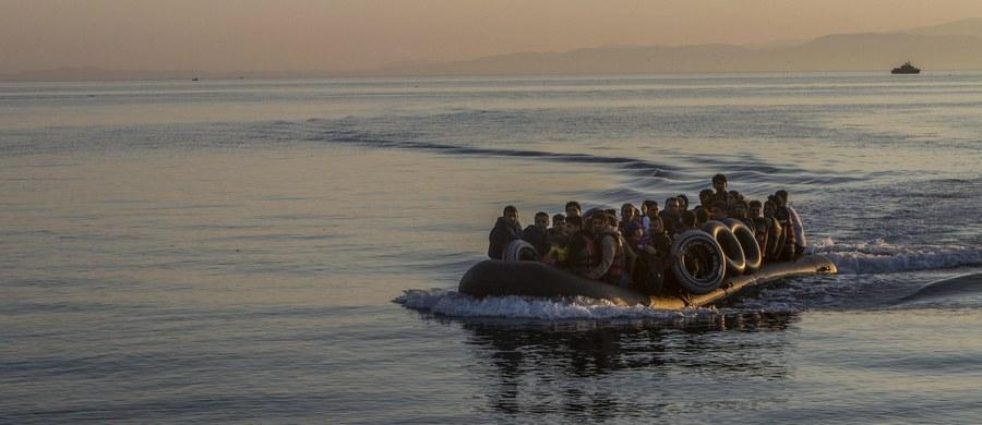 Marokańska marynarka wojenna otworzyła ogień w kierunku łodzi z migrantami na Morzu Śródziemnym. W wyniku ran zmarła 22-letnia Marokanka, a trzy osoby zostały ranne i są w stanie ciężkim, w tym jedna w krytycznym. Na pokładzie było 25 osób - poinformowała AFP.