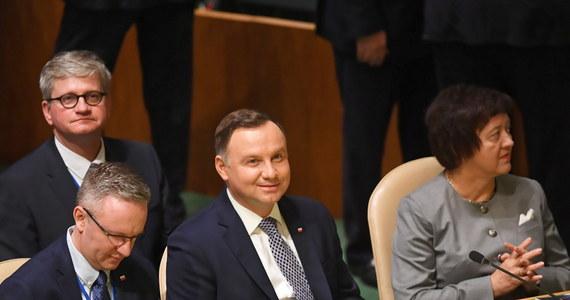 """""""W kwestii stałej obecności wojskowej USA w Polsce prezydent Andrzej Duda wykonał pracę polityczną na najwyższym szczeblu; teraz jest ogromna rola polskiego dowództwa wojskowego i MON"""" - powiedział w Nowym Jorku szef gabinetu prezydenta Krzysztof Szczerski. W poniedziałek, sekretarz obrony USA James Mattis podkreślił, że Stany Zjednoczone nie podjęły jeszcze żadnych decyzji dotyczących stałej bazy wojsk amerykańskich w Polsce. Sprawa jest na wczesnym etapie rozpatrywania. """"Obecnie oceniamy, jaka jest konkretnie propozycja Polski, jaki jest potencjał tego co nam proponują"""" - zaznaczył."""