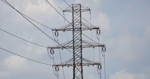 """Lokalne władze w szoku przeglądają oferty sprzedawców prądu, unieważniają przetargi i biją na alarm. Droższy prąd oznacza droższą kolej, szkoły i szpitale - czytamy w środowym """"Pulsie Biznesu""""."""