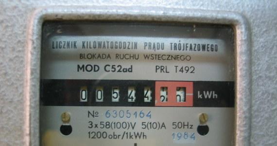 """""""Nie ma mowy o podwyżkach cen prądu dla gospodarstw domowych"""" - zapewnia minister energii Krzysztof Tchórzewski, a eksperci odpowiadają: """"To zaklinanie rzeczywistości"""". Według specjalistów, wysokie koszty wytwarzania energii mocno uderzą nas po kieszeni - niezależnie od tego, co zrobią politycy."""