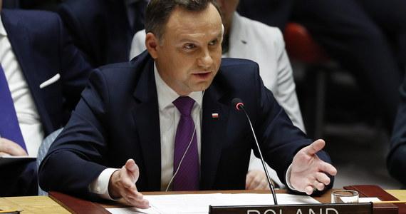 """""""Każde użycie broni chemicznej jest przestępstwem. Społeczność ONZ nie może zaakceptować takich metod. Nasza bezczynność będzie tylko zachęcać sprawców"""" – mówił prezydent Andrzej Duda podczas posiedzenia Rady Bezpieczeństwa ONZ. Zapowiedział, że Polska przedstawi Zgromadzeniu Ogólnemu Narodów Zjednoczonych projekt rezolucji w sprawie wdrożenia konwencji o zakazie broni chemicznej."""