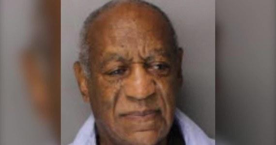 """Bill Cosby spędził pierwszą noc w pojedynczej celi więzienia w Skippack w stanie Pensylwania. Więźniowi nr NN7687 po przyjeździe do zakładu karnego zrobiono nowe zdjęcie do kartoteki skazanych. Amerykański komik i aktor został skazany na 3 do 10 lat więzienia za gwałt. Sąd określił go mianem """"agresywnego drapieżcy seksualnego""""."""