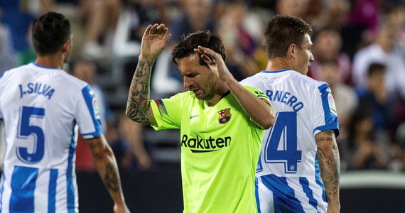 Piłkarze Barcelony, którzy przed rozpoczęciem 6. kolejki hiszpańskiej ekstraklasy prowadzili w tabeli, niespodziewanie przegrali w środę na wyjeździe z ostatnim dotychczas Leganes 1:2.