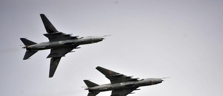 Samoloty wojskowe Su- 22 wznowiły loty i wchodzą obecnie w normalny tryb szkolenia pilotów - poinformowało Dowództwo Generalne Rodzajów Sił Zbrojnych. Samoloty były uziemione przez ponad dwa miesiące po katastrofie samolotu MiG-29 na początku lipca.