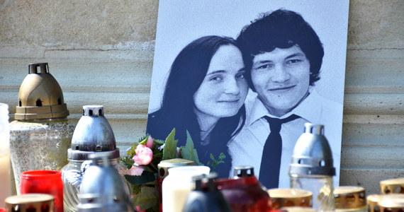 Podejrzani o zamordowanie słowackiego dziennikarza śledczego Jana Kuciaka i jego narzeczonej Martiny Kusznirovej zostali zatrzymani na wniosek prokuratury - podały media w Bratysławie. Policja nie potwierdziła dotąd tych informacji, powołując się na dobro śledztwa. Słowackie media podają, że jeden z zatrzymanych miał być szkolony w Polsce.
