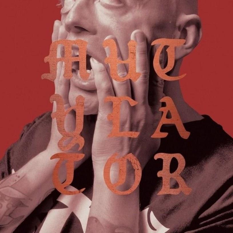 """Rok po wydaniu ostatniej części trylogii """"Czarne słońce"""" WSRH, Słoń powraca z nowym albumem solowym """"Mutylator"""". Kolejnym utworem promującym nadchodzący materiał jest """"Ugly Kid Słoń""""."""