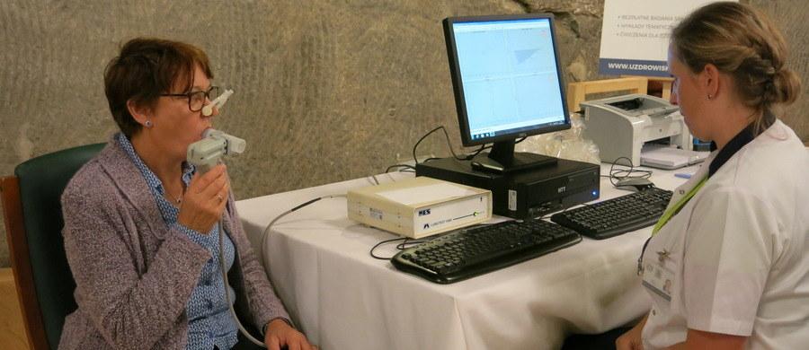 W niemal 250 ośrodkach w całym kraju będzie można przeprowadzić bezpłatne badania spirometryczne płuc. Od 1 go 6 października potrwają Dni Spirometrii 2018. Tegoroczna edycja akcji poświęcona jest wpływowi zanieczyszczeń powietrza na zdrowie.