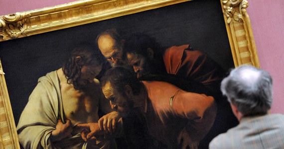Mistrz włoskiego renesansu Caravaggio wcale nie zmarł z powodu syfilisu. Cieszący się fatalną reputacją malarz był hazardzistą, pijakiem i częstym gościem domów publicznych. Jednak jak donoszą naukowcy, do jego śmierci przyczyniła się paskudna rana zadana mieczem. Wdarła się infekcja i to sepsa pokonała mistrza.