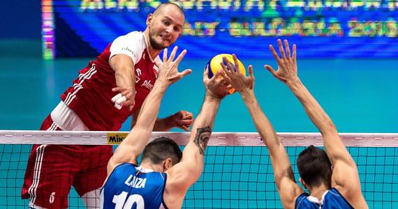 Broniący tytułu Polacy ulegli w Turynie Włochom 2:3 (25:14, 21:25, 25:18, 17:25, 11:15) w ostatnim meczu 3. rundy mistrzostw świata siatkarzy. Po wygraniu pierwszego seta biało-czerwoni zapewnili sobie awans do półfinału, w którym w sobotę zmierzą się z Amerykanami.