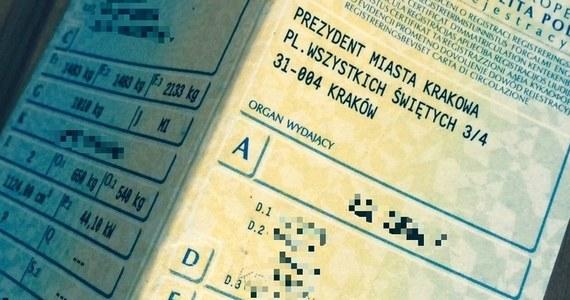Kierowcy nie muszą już mieć przy sobie dowodu rejestracyjnego i zaświadczenia o opłaconym OC. Pozwalają na to przepisy, które dziś weszły w życie.