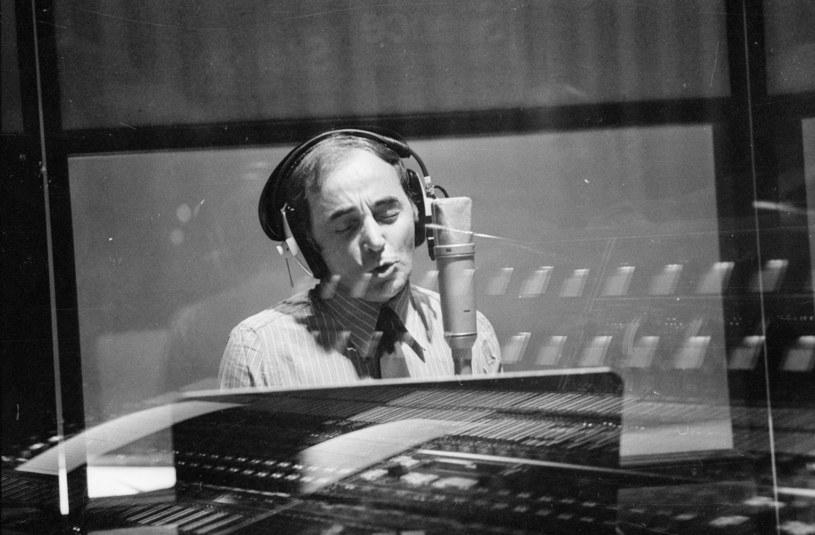 """""""Jego arcydzieła przetrwają długi czas"""" - oświadczył prezydent Francji Emmanuel Macron, oddając hołd zmarłemu w poniedziałek (1 października) Charles'owi Aznavourowi. Premier Armenii Nikol Paszynian nazwał francuskiego piosenkarza """"wyjątkowym synem narodu ormiańskiego""""."""
