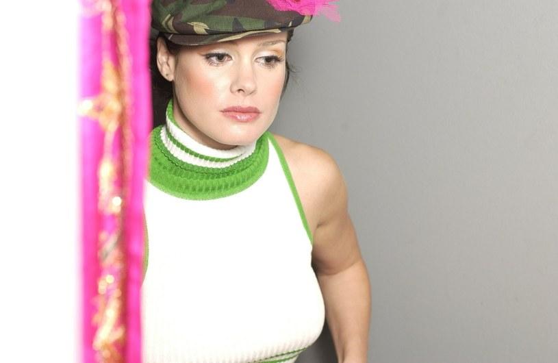 """W latach 90. piosenka """"Barbie Girl"""" grupy Aqua stała się przebojem na całym świecie. Wokalistka formacji, Lene Nystrom, 2 października kończy 45 lat."""